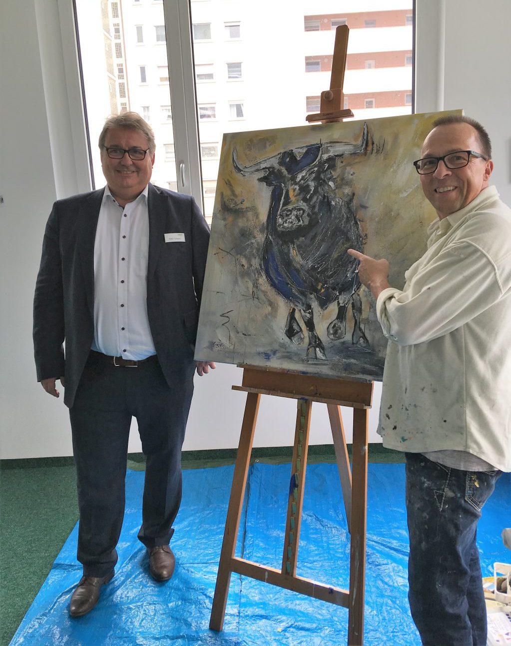 Peter Schwarz und Thomas Reinhold vor dem fertigen Bild