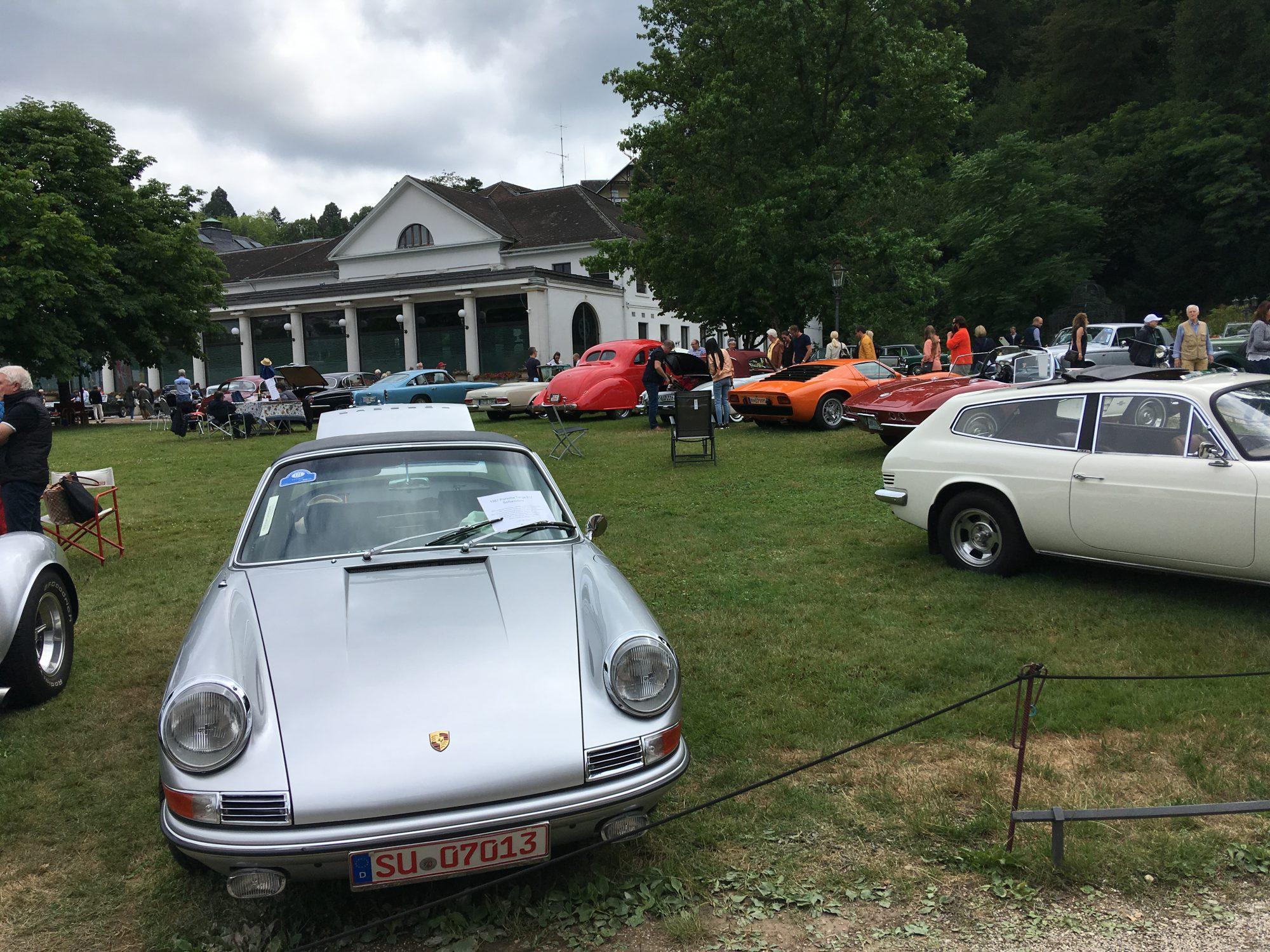 Porsche vorm Kurhaus
